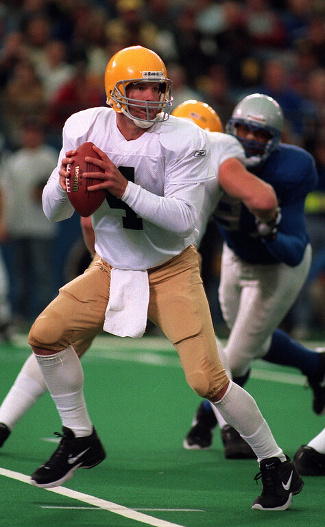 . Green Bay Packer quarterback Brett Favre drops back to pass during his team\'s 29-27 win over the Detroit Lions\'  Thanksgiving Day at the Pontiac Silverdome.
