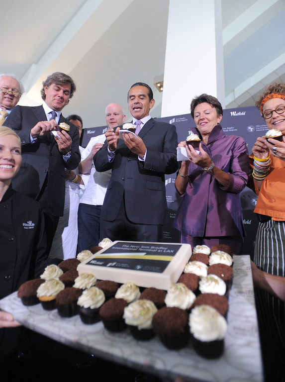. Peter Lowy, Co-CEO Westfield Group, Mayor Antonio Villaraigosa and LAWA director Gina Marie Lindsay sample cupcakes. Media preview of the new Tom Bradley International Terminal at LAX.  Photo by Brad Graverson 6-20-13