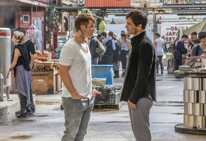 ". Star Crossed -- ""Our Toll Shall Strive to Mend\"" --  Image Number: STA103a_0233.jpg -- Pictured (L-R): Matt Lanter as Roman and Johnathon Schaech as Castor. (Photo by Skip Bolen/The CW)"