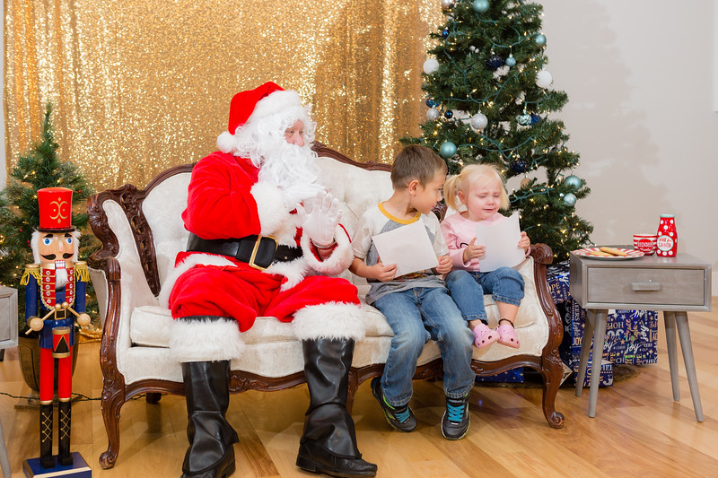 FADS Picture with Santa-288.jpg