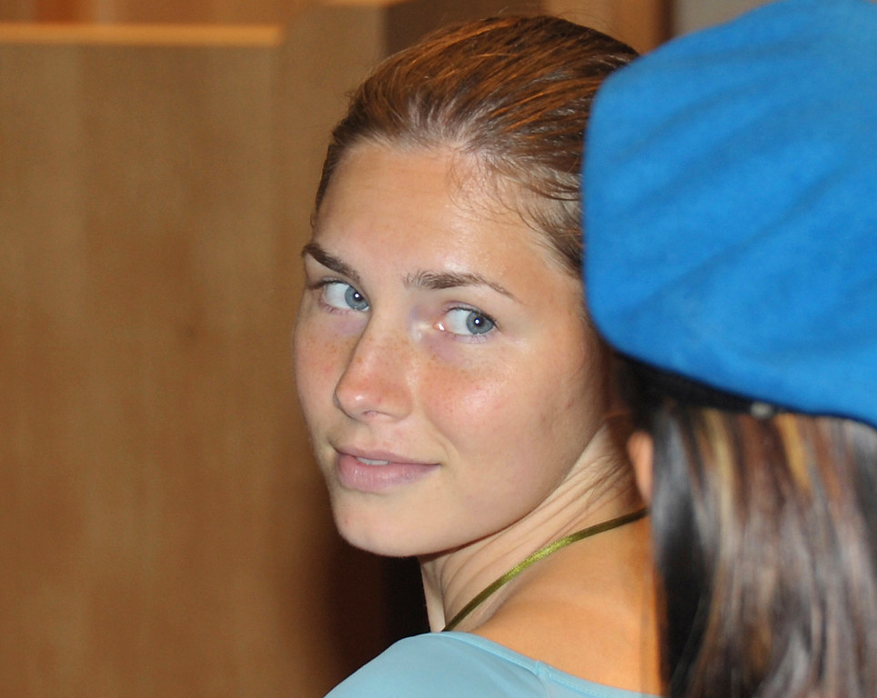 . US murder suspect Amanda Knox looks on during a hearing in the Meredith Kercher murder trial, in Perugia, Italy, Friday May 29, 2009.  (AP Photo/Stefano Medici)
