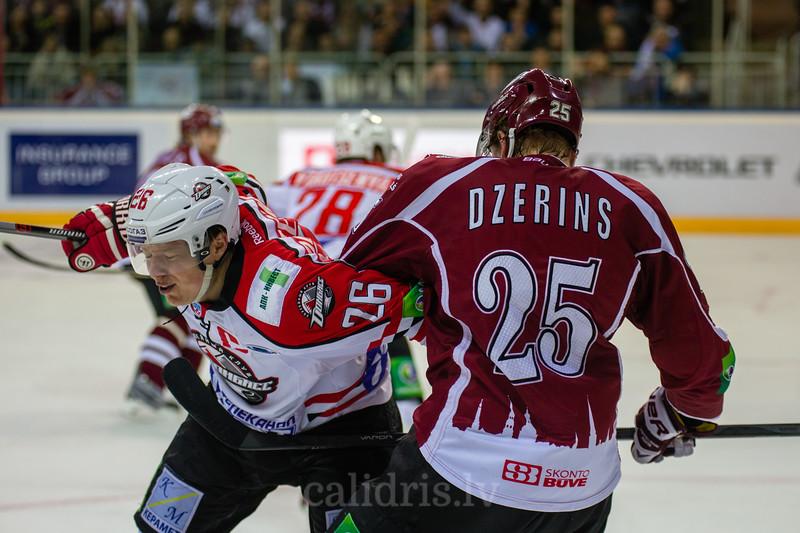 Andris Džeriņš (25) izdara spēka paņēmienu pret Fedotenko Ruslan (26)