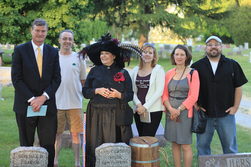 Mayor Paul Dyster, Oakwood Cemetery Chief Genealogist, Pete Ames, Annie Edson Taylor, AKA Karen Hodge-Russell, Oakwood Cemetery Stunters Tour Coordinator, Michelle Ann Kratts, Mrs. Becky Dyster, Niagara Falls City Historian Chris Stoianoff