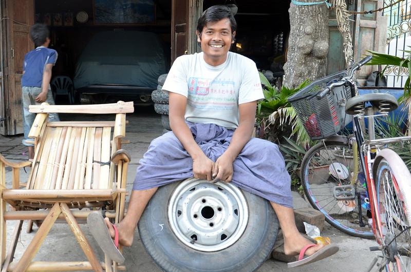 DSC_4587-tyre-man.JPG
