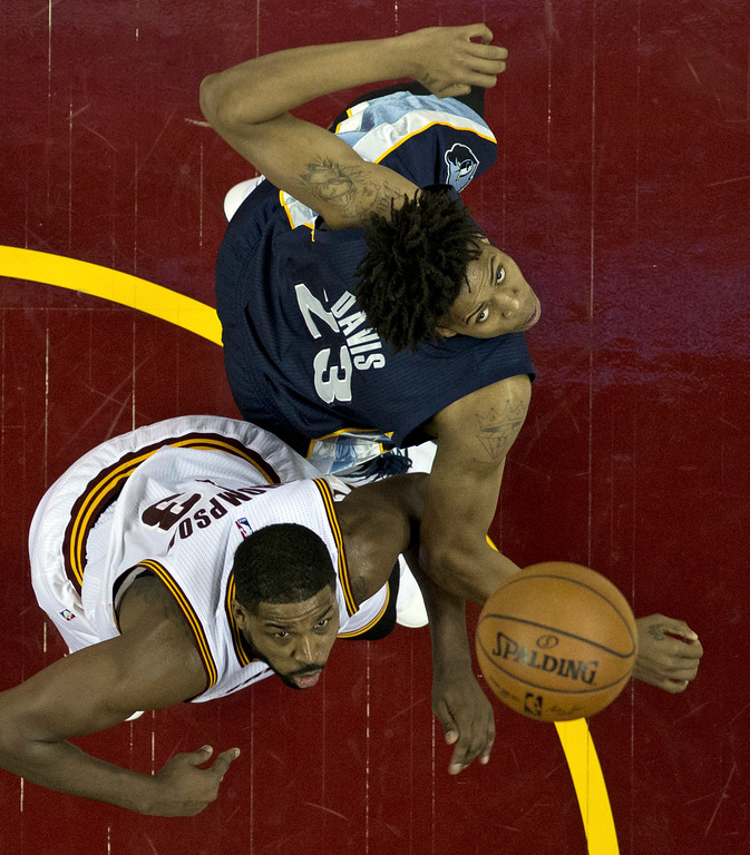. Cleveland Cavaliers\' Tristan Thompson, left, and Memphis Grizzlies\' Deyonta Davis look up at a loose ball in the second half of an NBA basketball game, Tuesday, Dec. 13, 2016, in Cleveland. The Cavaliers won 103-86. (AP Photo/Tony Dejak)