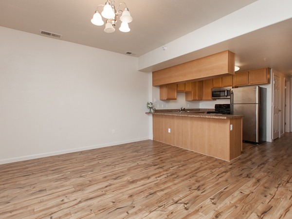 1212 Walnut Ave Unit 6 MLS-6.jpg