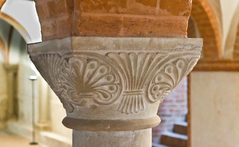 Jerichow, Stiftskirche: Kapitell in Krypta