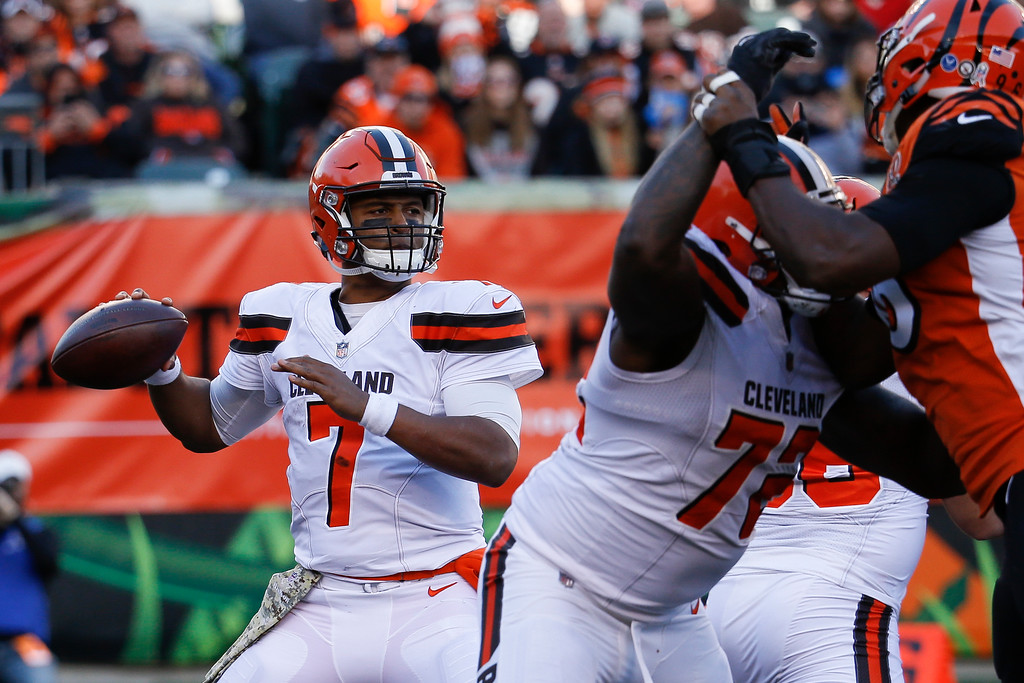 . Cleveland Browns quarterback DeShone Kizer passes in the second half of an NFL football game against the Cincinnati Bengals, Sunday, Nov. 26, 2017, in Cincinnati. (AP Photo/Frank Victores)