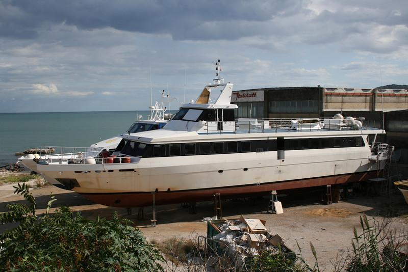 2011 - BELUO in shipyard after sinking