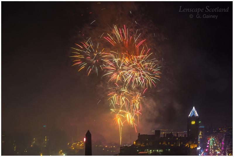 Fireworks over Edinburgh Castle from Calton Hill (6)