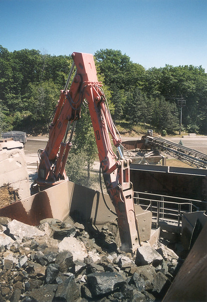 NPK B6500 pedestal boom system with E210A hydraulic hammer-secondary rock breaking 2 (7).jpg