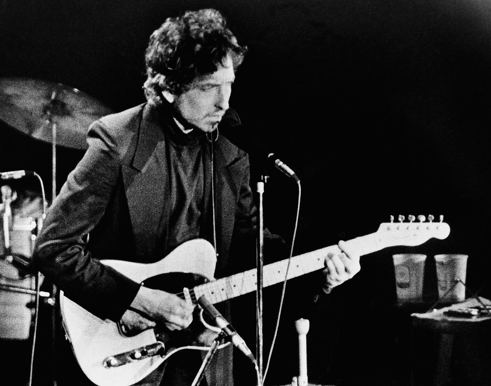 . Singer Bob Dylan strums his Fender Telecaster guitar to the delight of over 17,000 fans who filled the Nassau Coliseum, January 29,1974 in Uniondale, NY. Dylan,accompanied by The Band , stopped at the New York suburb during their current six-week tour throughout the U.S. and Canada.( AP Photo/Ron Frehm)