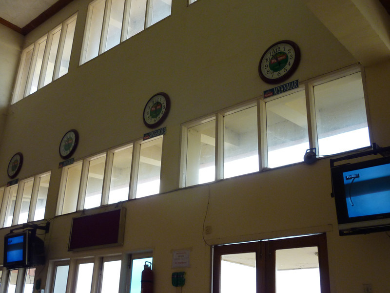 P1270745-world-clocks.JPG
