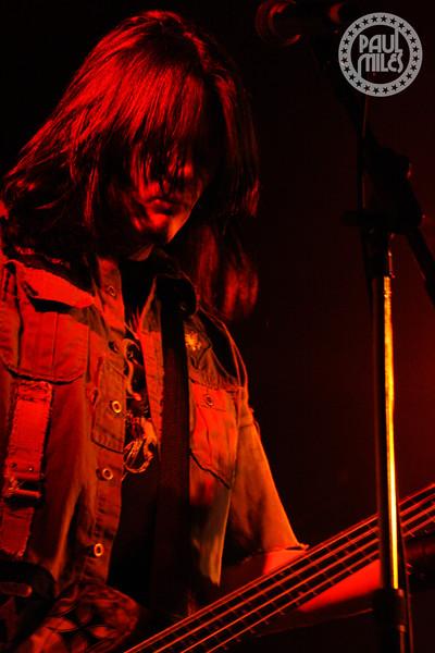 Soil bass player Tim King live in Australia.