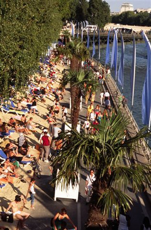 Paris plage (Beach along the Seine each summer) - 1