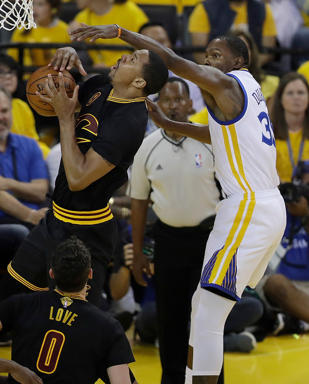 . Cleveland Cavaliers forward Channing Frye, left, shoots against Golden State Warriors forward Kevin Durant during the first half of Game 2 of basketball\'s NBA Finals in Oakland, Calif., Sunday, June 4, 2017. (AP Photo/Marcio Jose Sanchez)