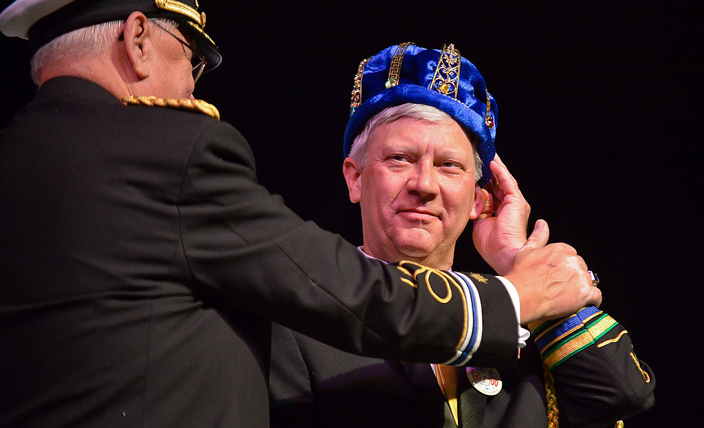 . Roger C. Kruse of Anoka, this year\'s King Boreas LXXVIII, right, is crowned by the 2013 King Boreas Ted Natus of St. Paul. (Pioneer Press: Ben Garvin)