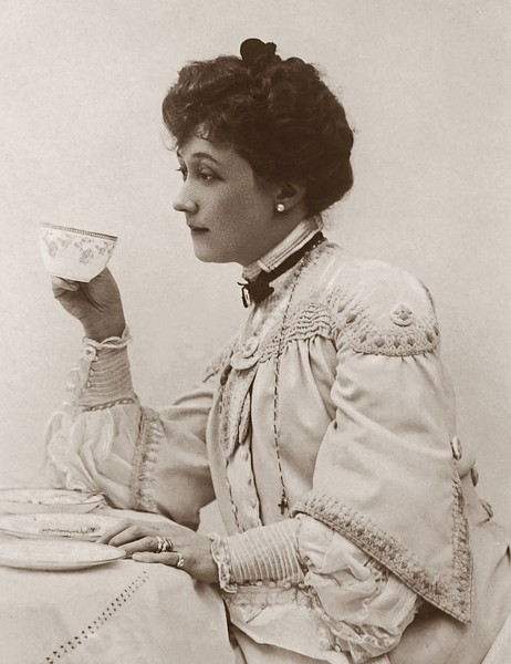 classic-photo-of-a-woman-holding-a-tea-cup-3682153.jpg