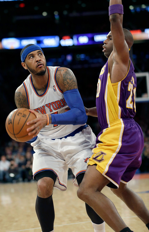 . New York Knicks\' Carmelo Anthony, left, looks up at the basket past Los Angeles Lakers\' Jodie Meeks during the second half of an NBA basketball game at Madison Square Garden Sunday, Jan. 26, 2014, in New York. The Knicks won 110-103. (AP Photo/Seth Wenig)