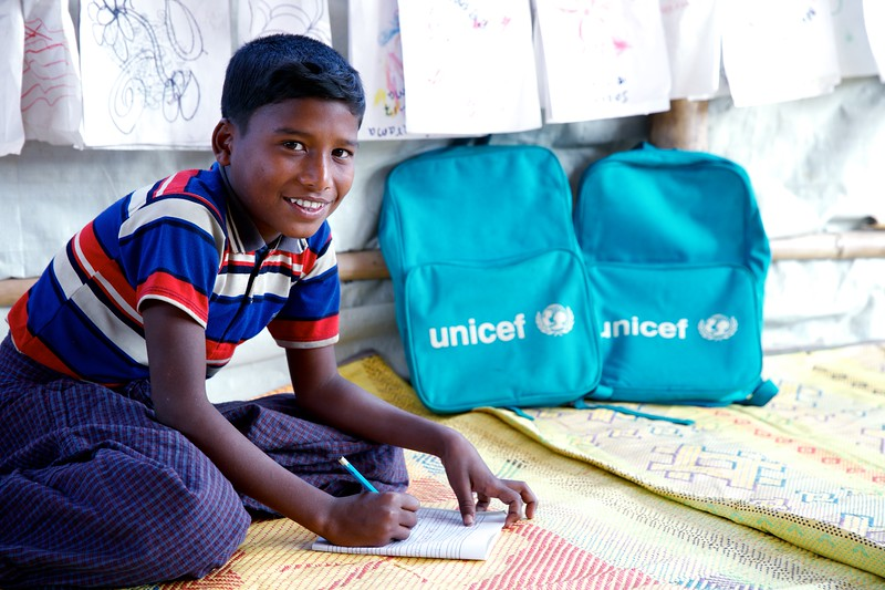 0170Abdul Hanom, an 11-year-old Rohingya refugee child, poses for photograph inside the UNICEF-supported Seabird Learning Centre at the Balukhali makeshift settlement in Ukhia, Cox's Bazar, Bangladesh.     Photo: UNICEF / b.a.sujaN/Map