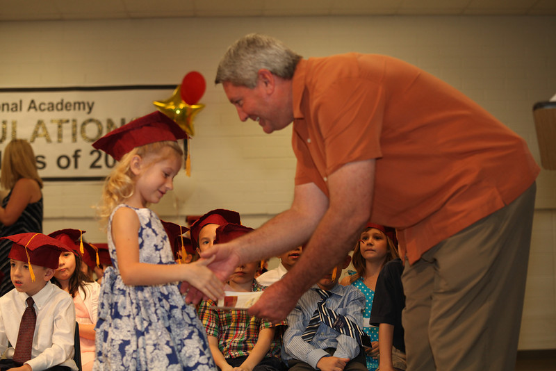 2012May18_MTA Kinder Grad_9685.JPG