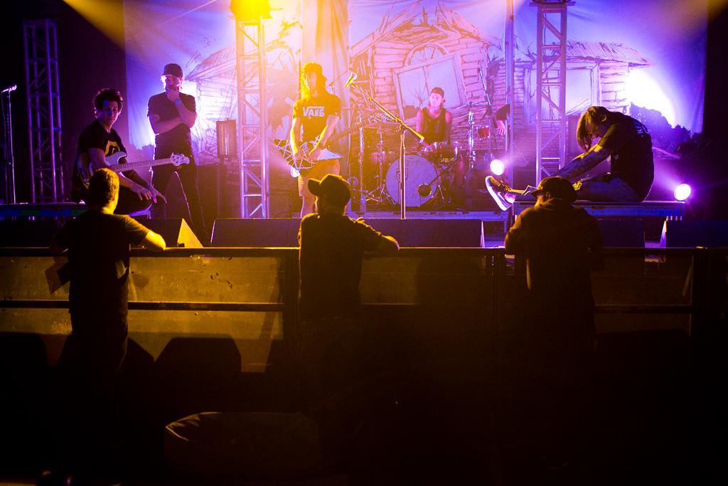 Mike Fuentes, Tony Perry, Vic Fuentes, Jaime Preciado - together me make Pierce The Veil