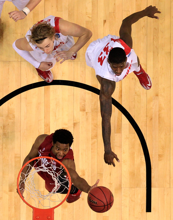 . Stanford\'s Chasson Randle, bottom, heads to the basket as New Mexico\'s Hugh Greenwood, top left, and Deshawn Delaney defend during the second half of a second-round game in the NCAA college basketball tournament Friday, March 21, 2014, in St. Louis. Stanford won 58-53. AP Photo/Jeff Roberson)