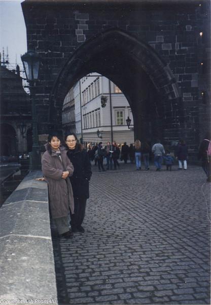 Co Lan Huong Visit 90s 25.jpg