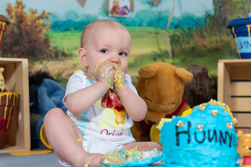 20200215-Orion1stBirthday-PoohCakeSmash-14.jpg