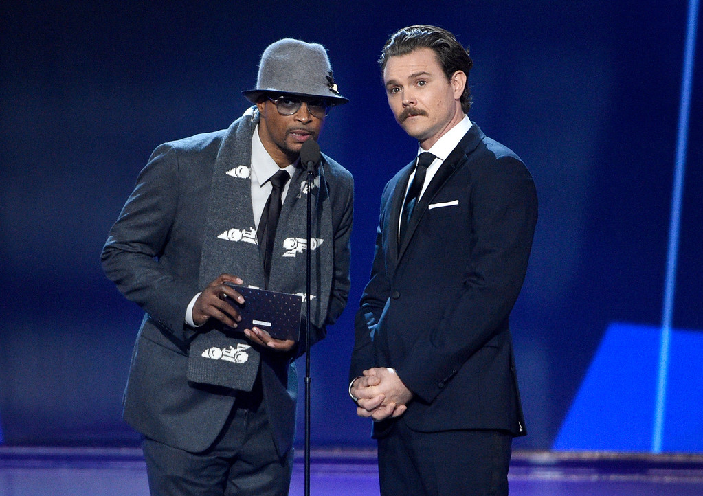 . Damon Wayans, left, and Clayne Crawford present the award for best supporting actress in a drama series at the 22nd annual Critics\' Choice Awards at the Barker Hangar on Sunday, Dec. 11, 2016, in Santa Monica, Calif. (Photo by Chris Pizzello/Invision/AP)