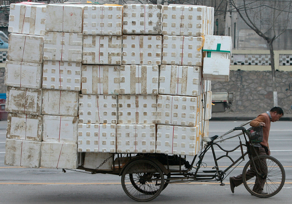 . A migrant worker pulls a cart loaded with discarded plastic foam for recycling in Nanjing, Jiangsu province February 7, 2009.REUTERS/Sean Yong