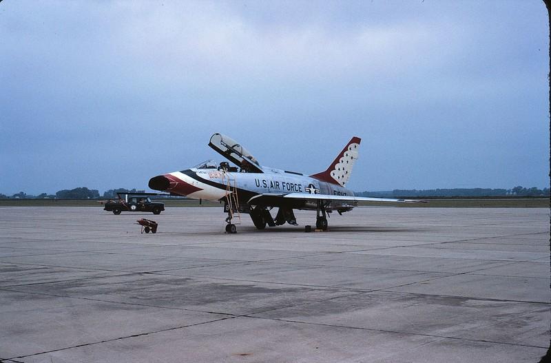 Thunderbird F-100F TB8