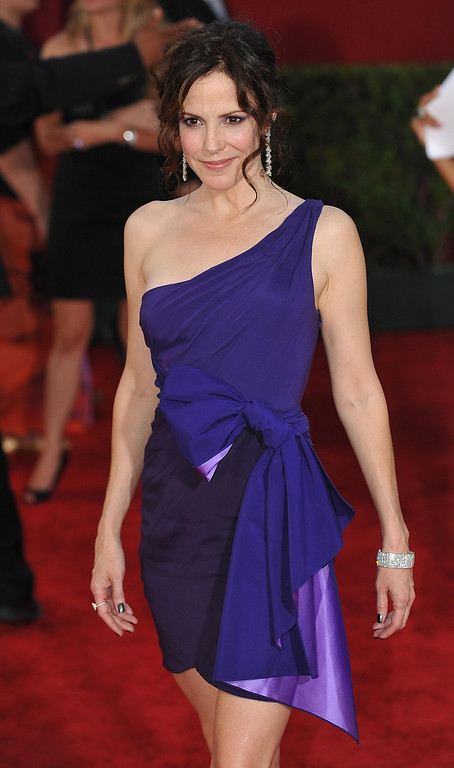 """. Actress Mary-Louise Parker from the TV show \""""Weeds\"""" arrives on the red carpet for the 2009 Emmy Awards at the Nokia Theater in Los Angeles on September 20, 2009.        ROBYN BECK/AFP/Getty Images"""