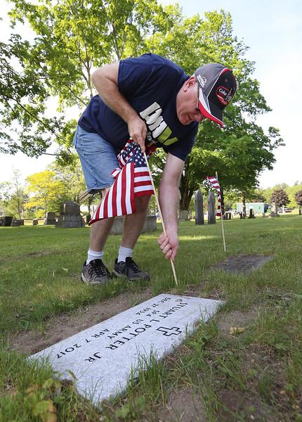 Billerica Memorial Day cemetary flags 052618