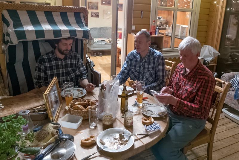 Am Donnerstag kamen dan Seb und Jack dazu. Die selbstgemachten Weisswürste und der Senf konnten mit den bayerischen Weisswürsten, die Jack mitgebracht hat, mithalten. Besser als die von Eine waren sie allemal!