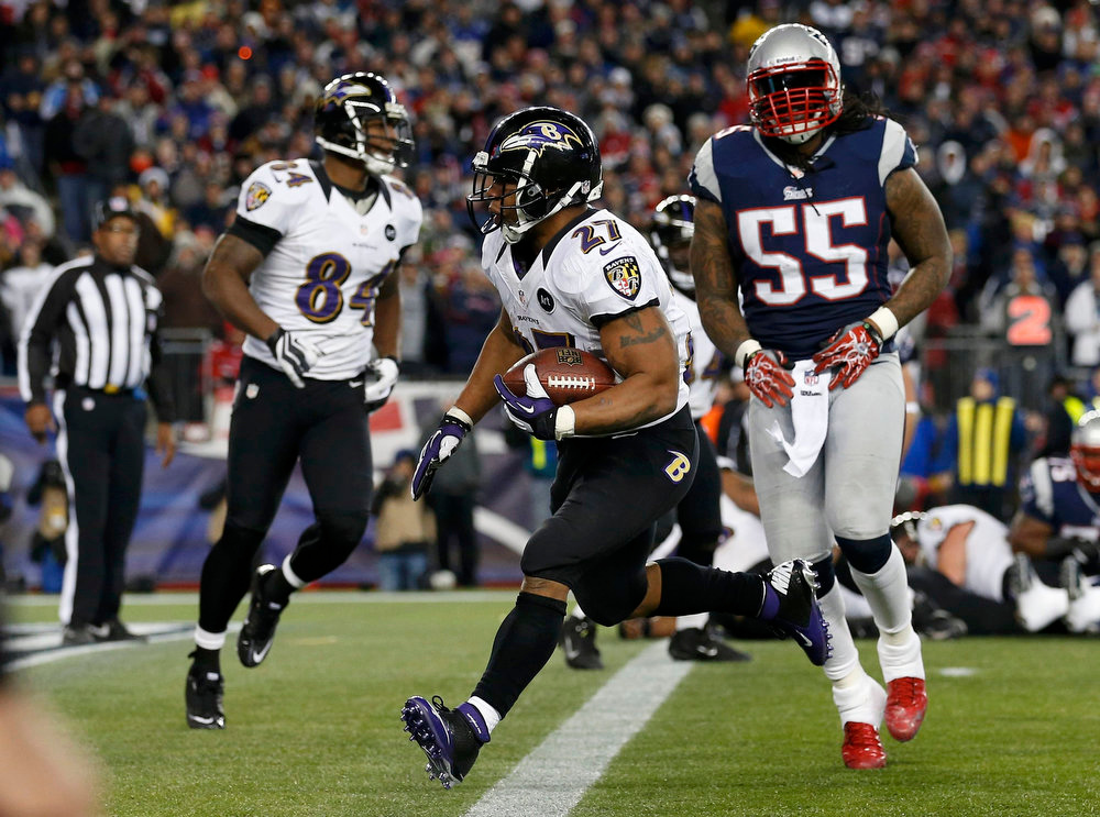 . Baltimore Ravens running back Ray Rice (27) scores a first half touchdown past New England Patriots middle linebacker Brandon Spikes (55) in the NFL AFC Championship football game in Foxborough, Massachusetts, January 20, 2013. REUTERS/Jim Young