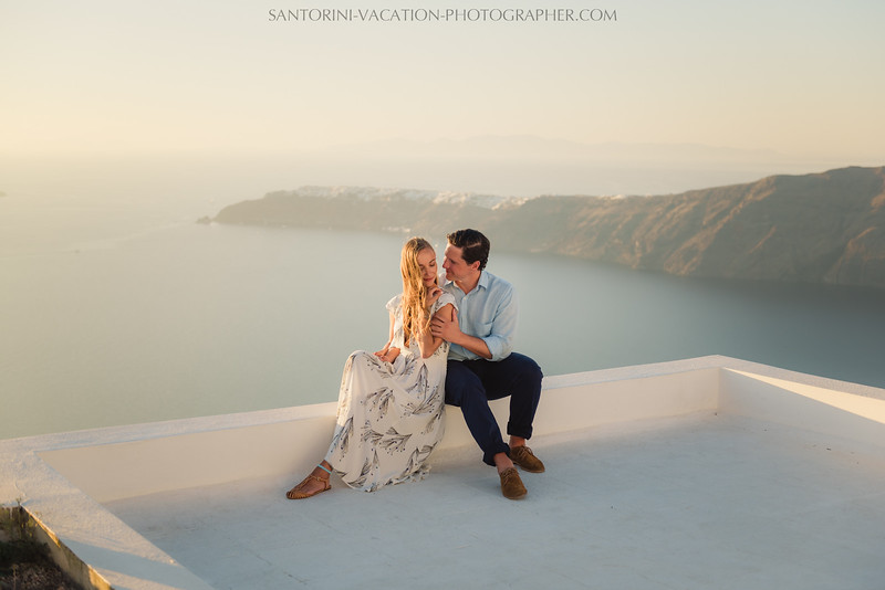 santorini-sunset-photo-session-couples-shoot--5.jpg