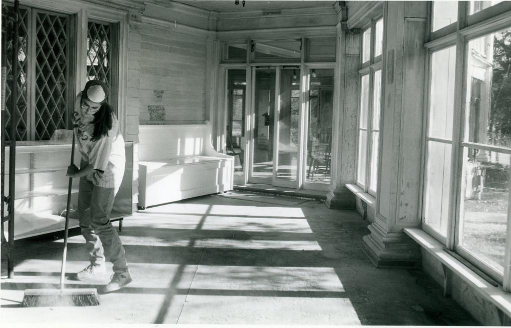 . Mooreland Mansion restoration, Nov. 19, 1994. (News-Herald file)