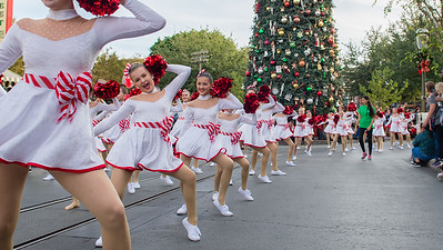 Twinkle Holiday Parade Disneyland 2017