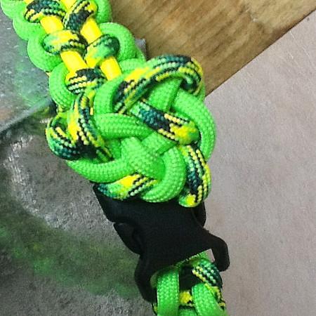Yuno's paracord halsband, extra koordlengte voor later langer maken