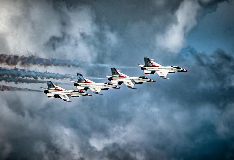 thunderbirdsflying-2.jpg