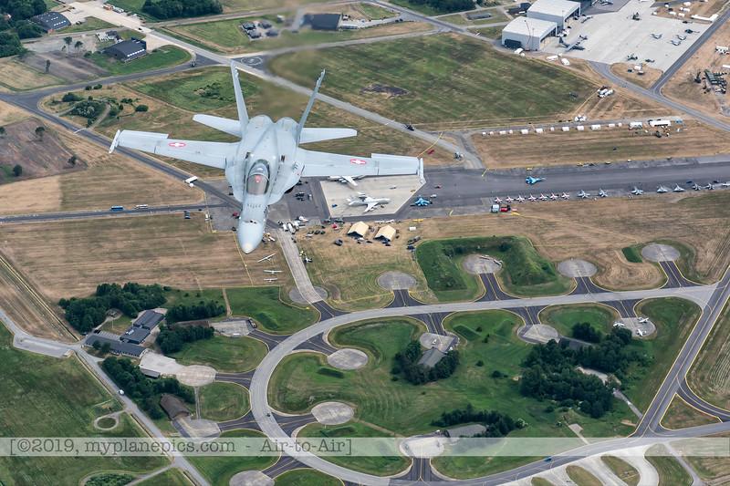 F20180609a112850_9194-F-18A Hornet-J-5020-Suisse-Demo-a2a-Aalborg,Danemark.JPG