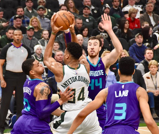 Milwaukee Bucks v. Charlotte 3.9.2019