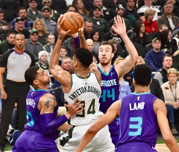 Milwaukee Bucks v. Charlotte 3.9.2019