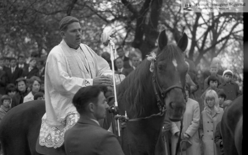 #031099 | Auffahrts-Prediger zu Pferd: Pater Hans Kaufmann (ehemals Wauwil); aho