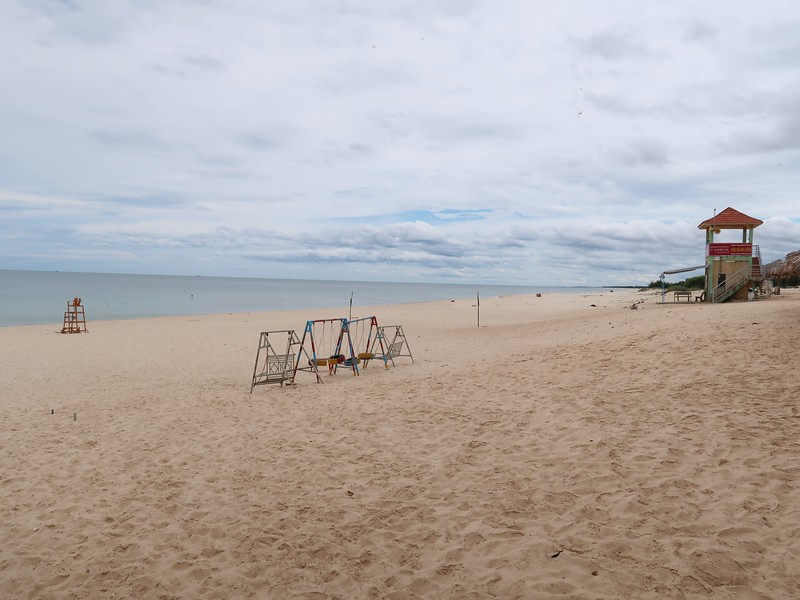 IMG_2002-empty-beach.jpg