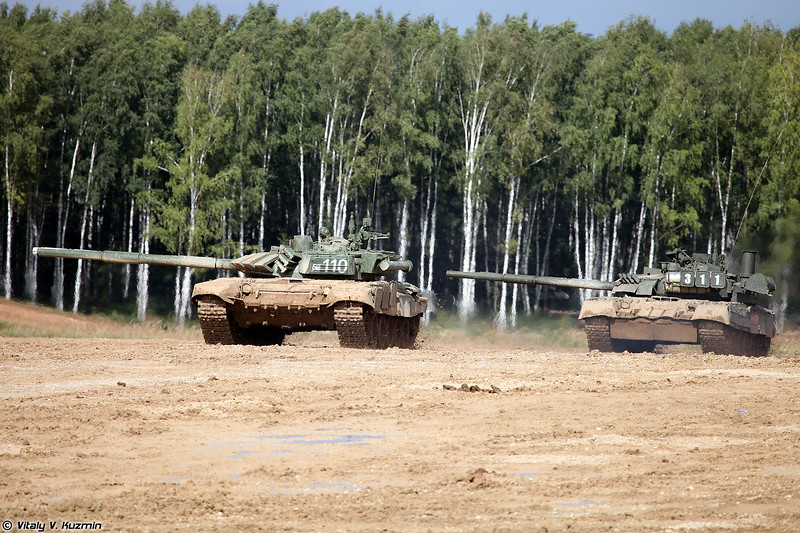 Танки Т-72Б3 и Т-80УЕ-1 (T-72B3 and T-80UE-1 main battle tanks)