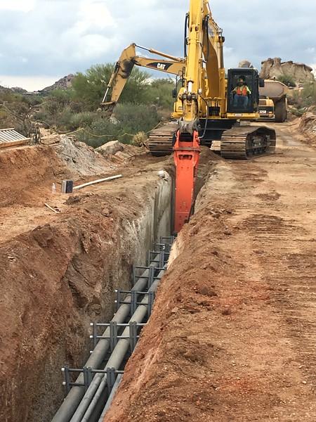 NPK GH18 hydraulic hammer on Komatsu PC490LC excavator - trenching 2017 (13).JPG