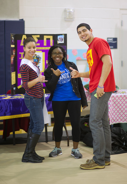 Students shows their islander pride during HomeComing 2015 Friday Fiesta event.