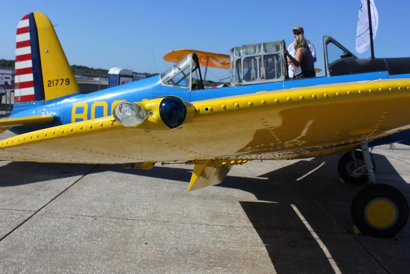 NorthAmerican-NA-64-Trainer-wingtip-light_0045.jpg